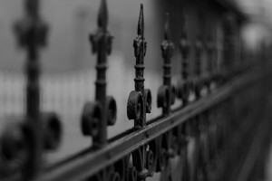fence-77940_640(4)